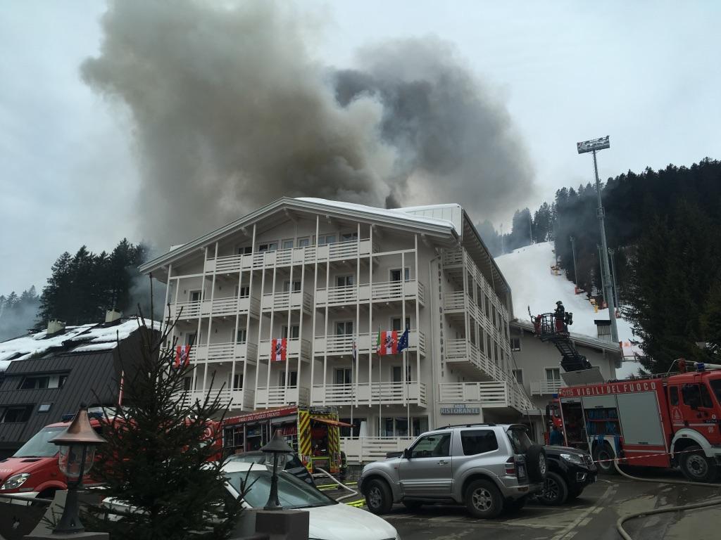 Scoppiato un incendio all' Hotel Miramonti }